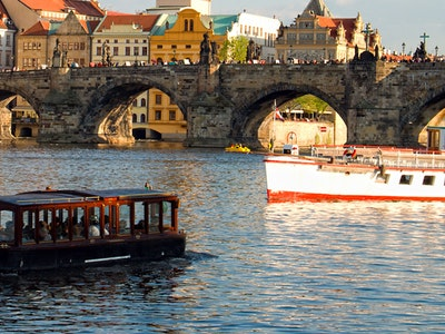 Private River Cruise with Lesbian Show and Unlimited Beers in Prague